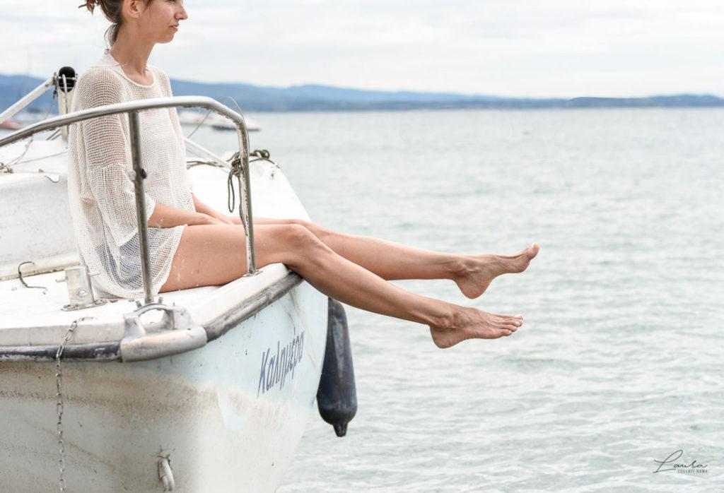 Corinna su una barca nel Lago di Garda