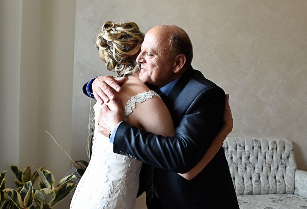 Oxana abbraccia suo padre
